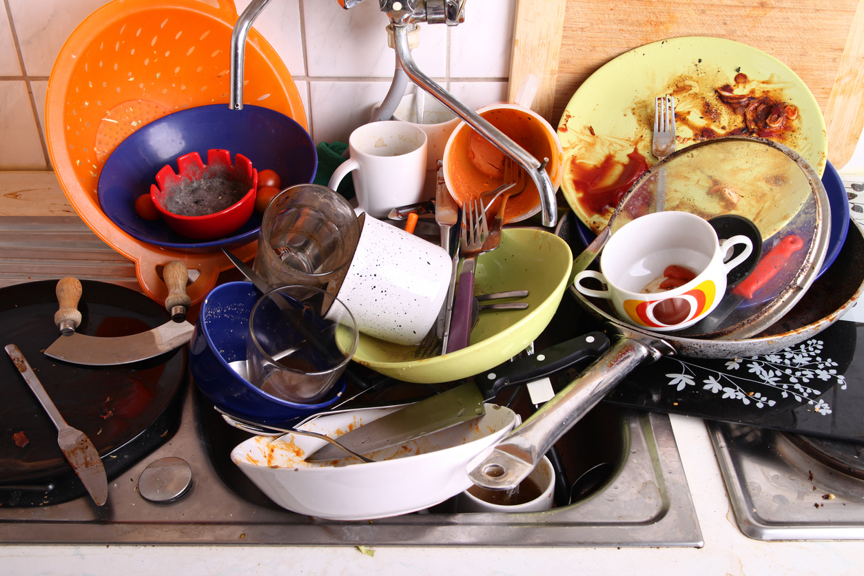 dirty-dishes-kitchen-odors