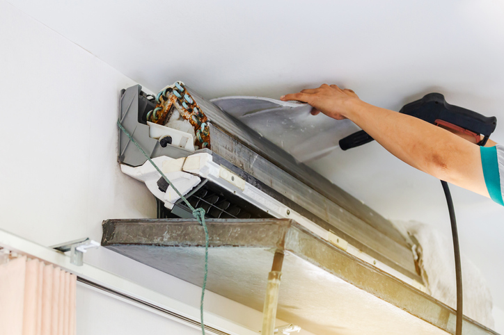 Air conditioner mold cleaning by repairman